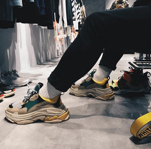 Kết hợp giày Balenciaga với quần jogger