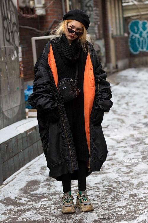 Mix giày Balenciaga với áo phao rộng và mắt kính mèo