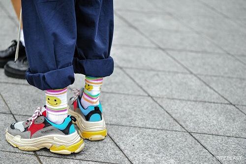 Phối quần ống rộng với giày Balenciaga