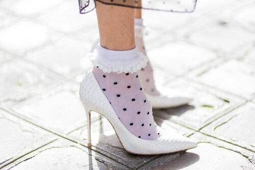 Cách phối giày với tất cho nữ siêu dễ thương 9