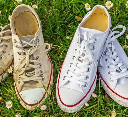 Cách làm giày trắng không bị bẩn bằng Baking Soda, nước và bột giặt.