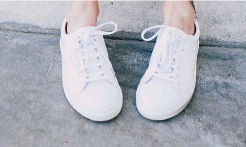 cách làm giày trắng không bị bẩn