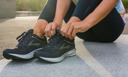 cách vệ sinh giày cầu lông