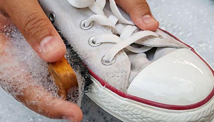 cách vệ sinh giày sneaker