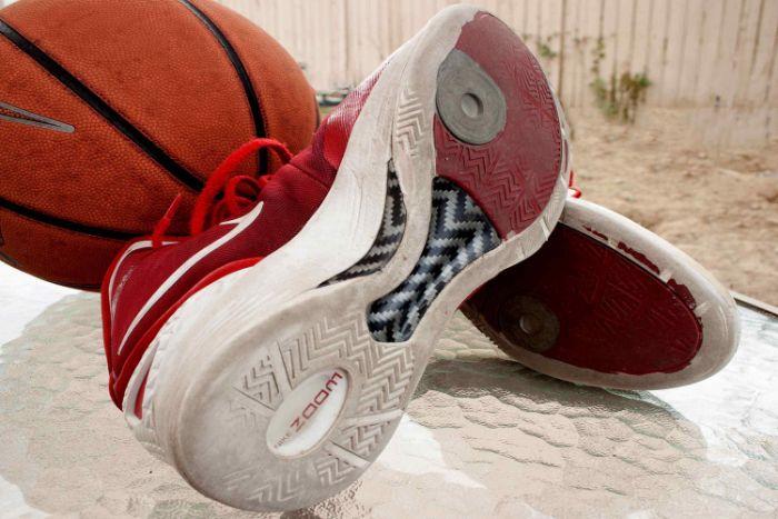 dán đế giày thể thao