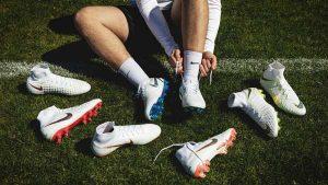 Top 5 giày đá bóng nam tốt nhất 12