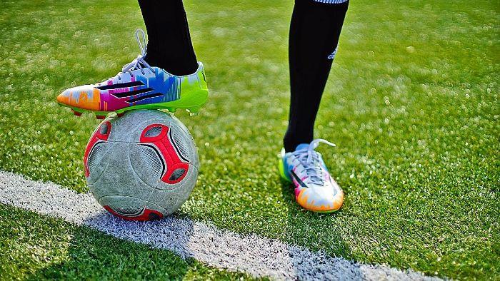 keo dán giày đá bóng