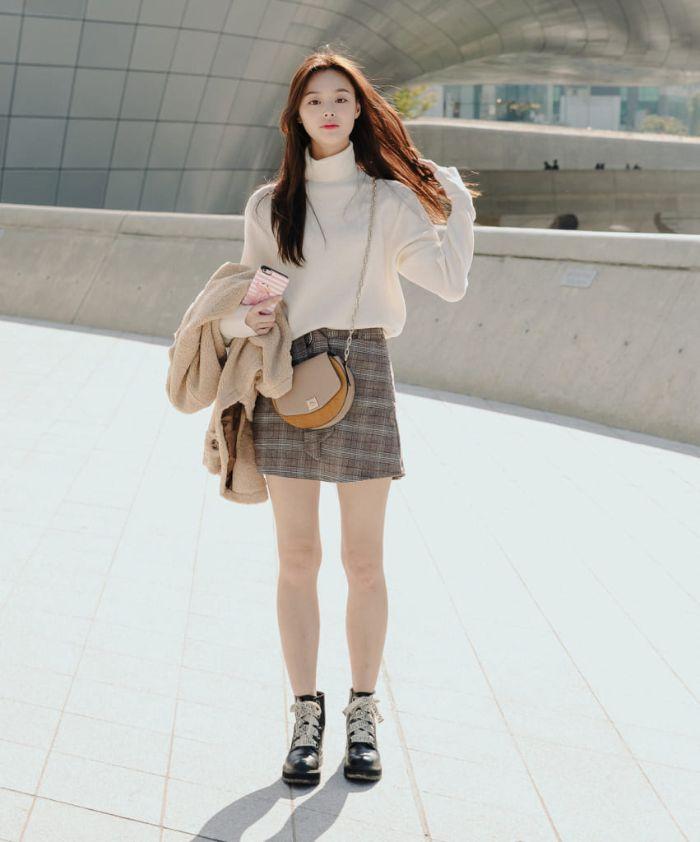 mix áo dạ với giày thể thao