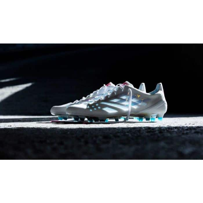 Giày bóng đá Adidas X0