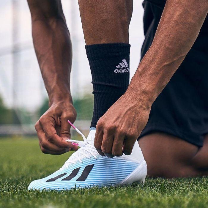 Top 5 giày đá bóng Adidas tốt nhất 4